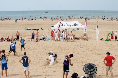 Chicago Sandblast ultimate frisbee tournament at Montrose Beach, 7/11/10