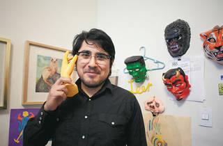 Santiago Solís en su estudio (Foto: Alejandra Carbajal)