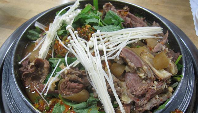 bulrocho, koreatown, korean food, goat soup, goat stew