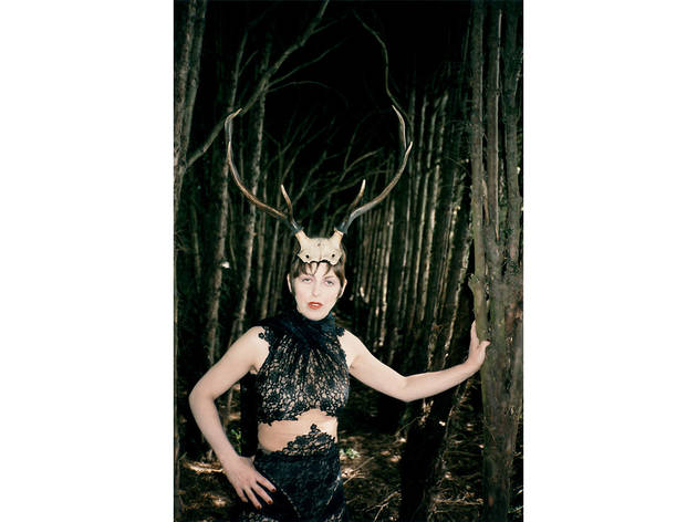 (Isabella Blow with Horns, 1996 (© Juergen Teller))