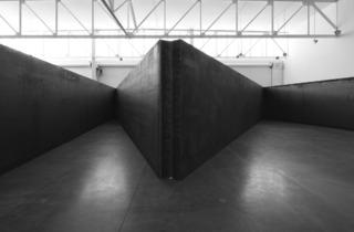 (© Richard Serra. Courtesy Gagosian Gallery. Photograph by Cristiano Mascaro)