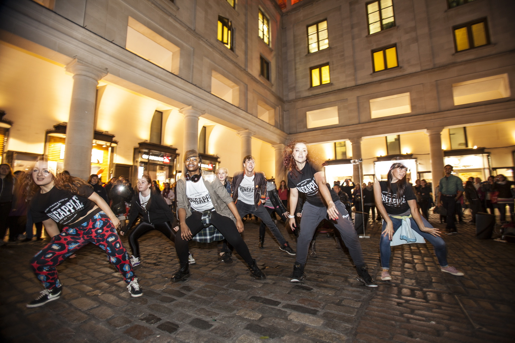 Flashmob in the piazza with Pineapple Dance Studios