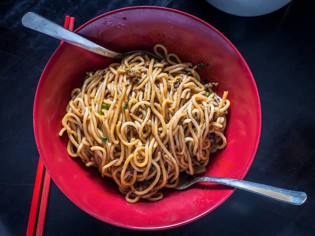 <p><em>Dandan</em> noodles at Han Dynasty</p>