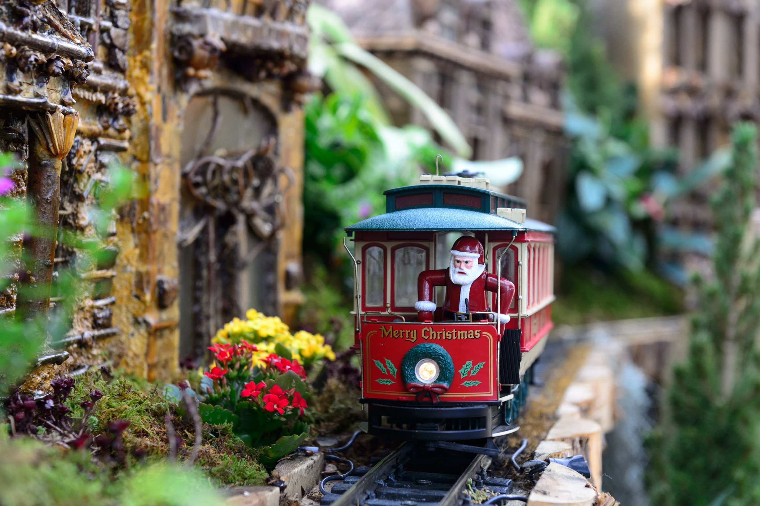 Holiday trains shows for families in NYC