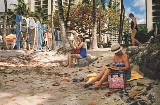 (Plage de Wai Ki Ki, Honolulu © Raymond Depardon / Magnum Photos)