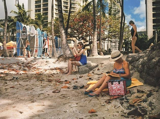 (Plage de Wai Ki Ki, Honolulu © Raymond Depardon / Magnum Photos)