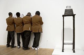Matt Stuart ('Tate Modern #02')
