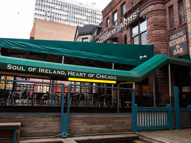 Galway Arms is one of the best Irish pubs in Chicago.