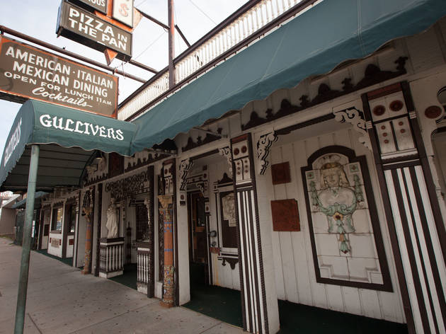 Gullivers Pizza and Pub Chicago