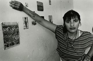 (Adriana Lestido, Sin título, série 'Mujeres Presas', 1991-1993 © Adriana Lestido. Collection Fondation Cartier pour l'art contemporain, Paris)