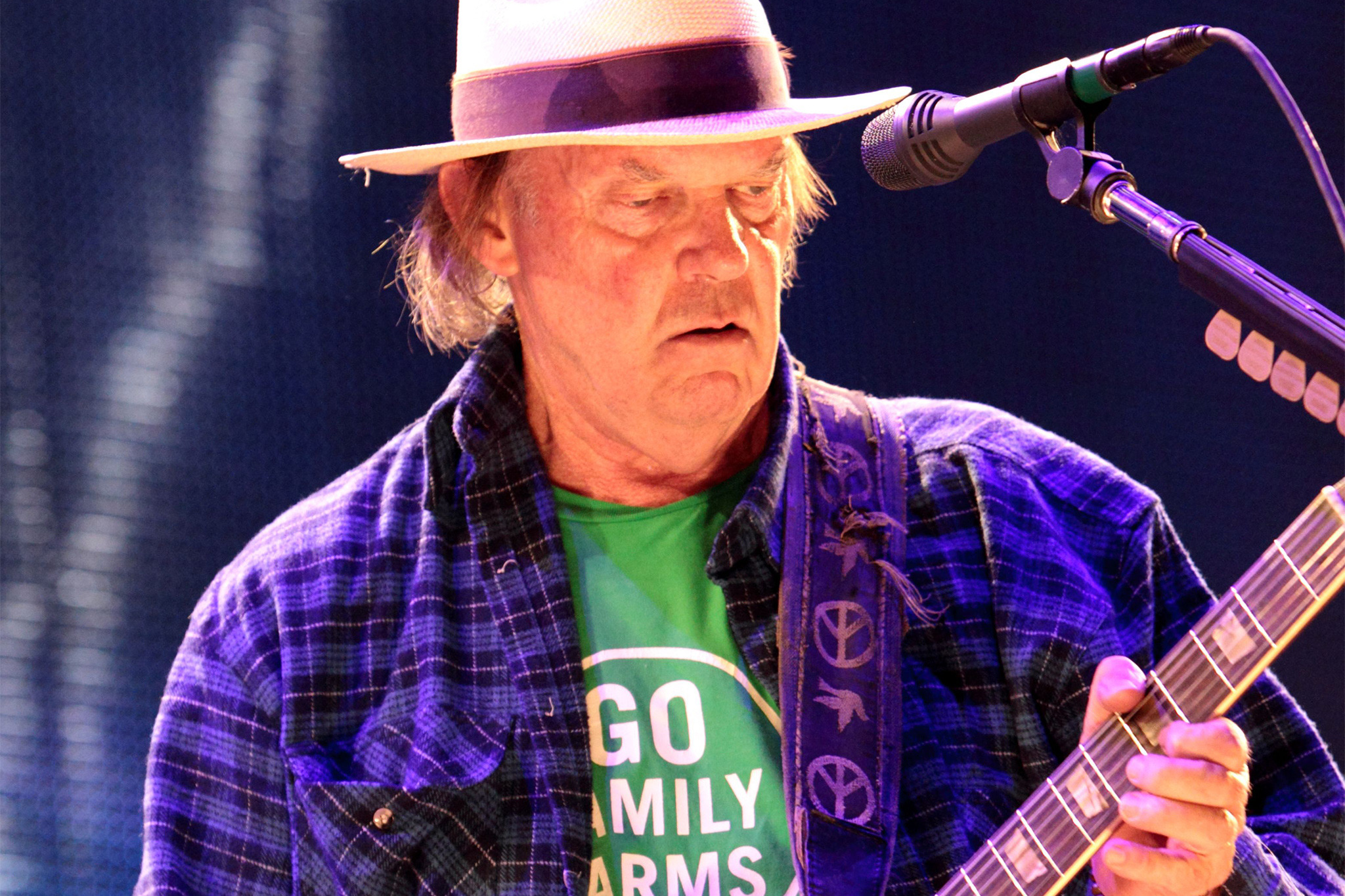 Wage heavy peace with rock legend Neil Young