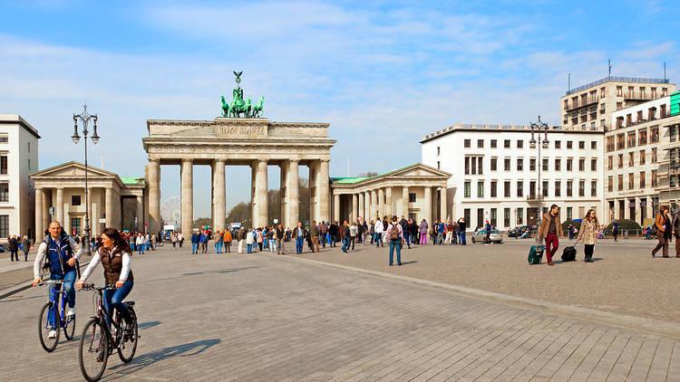 Brandenburg Gate, tourists, essential visitor information, Berlin