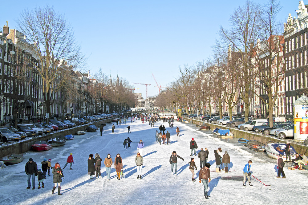 Explore Amsterdam's parks and canals (on skates)