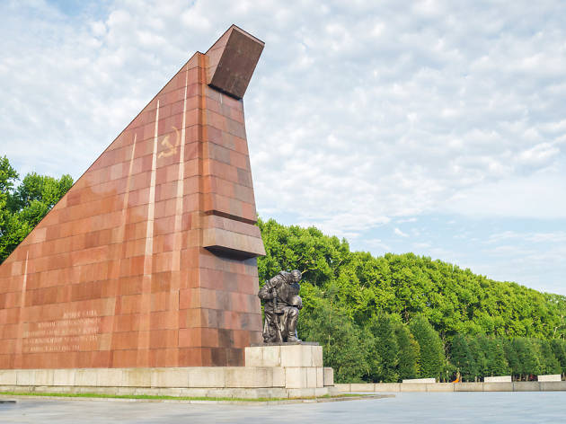 soviet war memorial treptower park attractions in berlin. Black Bedroom Furniture Sets. Home Design Ideas