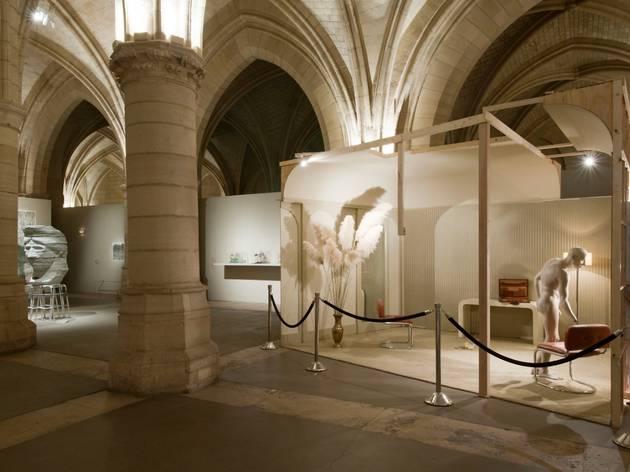 (Vue de l'exposition 'A triple tour' / © Philippe Berthé / Centre des monuments nationaux)