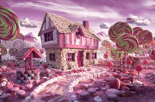 Candy Cottage (© Carl Warner)