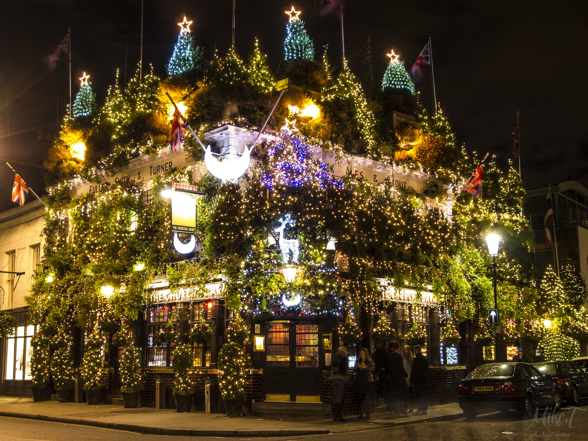 40 festive photos of Christmas in London