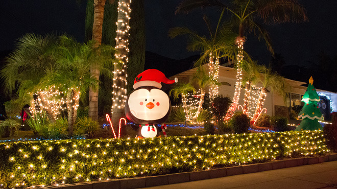Christmas lights in Los Angeles: Upper Hastings Ranch.