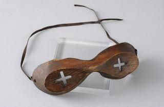 Wooden Snow Goggles  (© Paul Tucker)