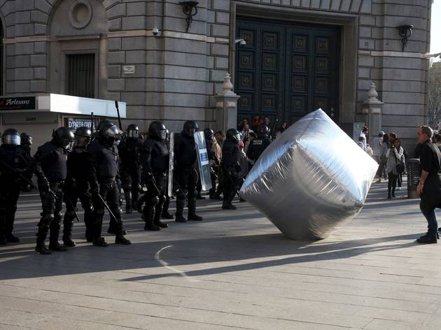 ('Inflatable Cobblestone' © Oriana Eliçabe/Enmedio.info)