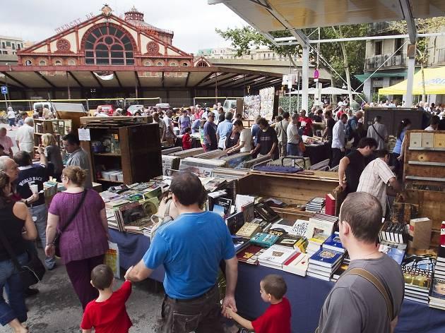Mercado dominical del libro de Sant Antoni