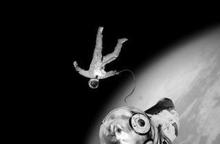 (Joan Fontcuberta, 'Spoutnik' (Ivan et Kloka effectuant leur première sortie historique hors de la capsule, 1968) / © Joan Fontcuberta)