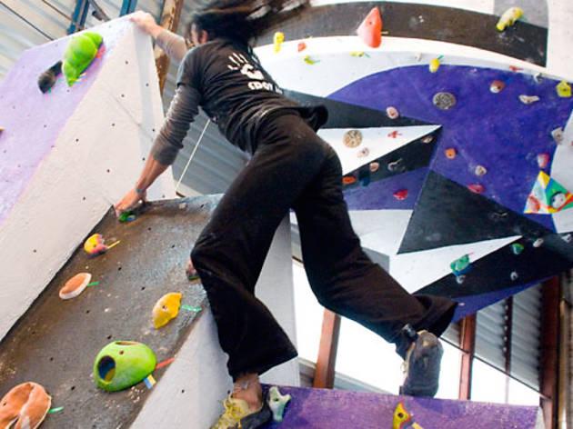 V+ Bouldering & Sport Center
