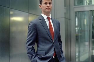 ('Matthew, Banker' - Canary Wharf, Londres, Mars 2013 © Mark Curran)