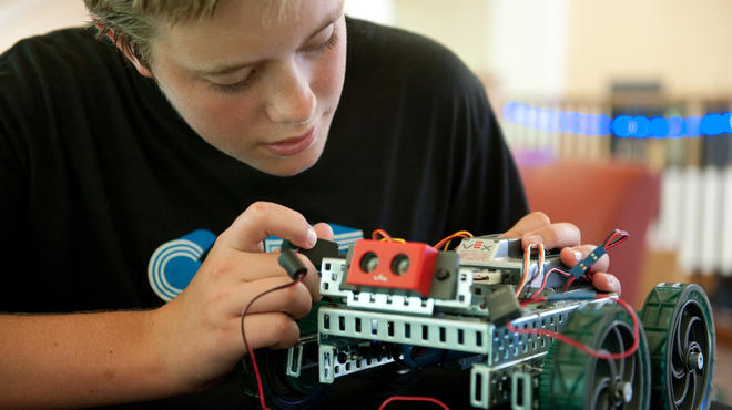 Kids build robots at iD Tech Camp.
