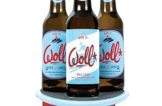 (La Courtoisie Créative, design d'étiquettes et de skateboards dans le cadre de la création de l'identité visuelle de la marque Woll Beer / Photo : Cyril Saulnier, 2011)