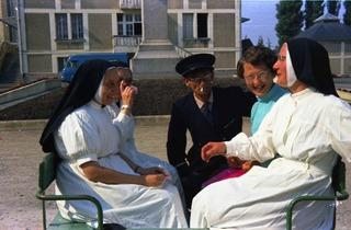 (Photographe inconnu, Kermesse, hôpital de Picauville (Manche) / Archives Fondation Bon-Sauveur)