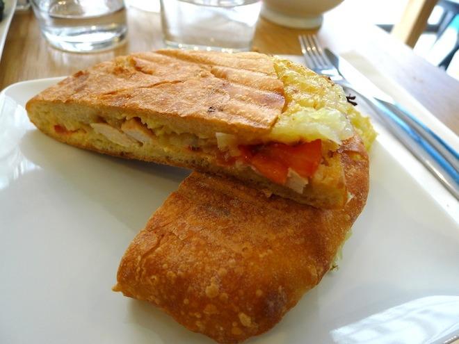 Une socca et un pan bagnat chez Réparate