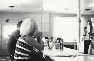 (Robert Adams, Eden, Colorado, 1968 / © Robert Adams / Courtesy Fraenkel Gallery, San Francisco et Matthew Marks Gallery, New York)
