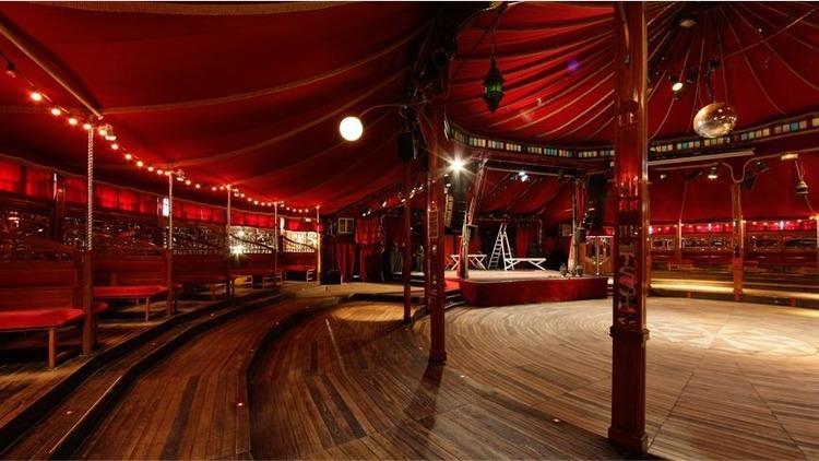 Dans un cirque