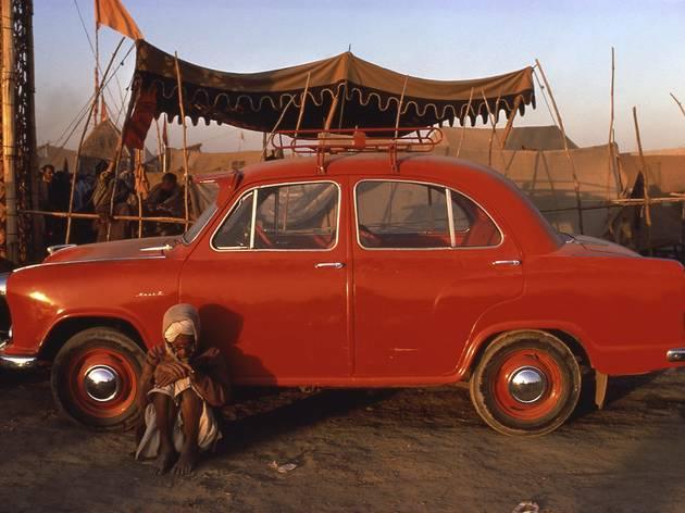 Raghubir Singh ('Kumbh Mella Allahabad, Uttar Pradesh'. Courtesy Jhaveri Contemporary)