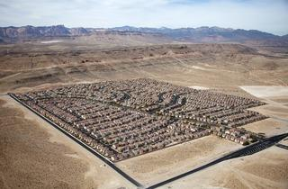 Alex MacLean ('Desert Housing Block, Las Vegas, Nevada, USA', 2009)