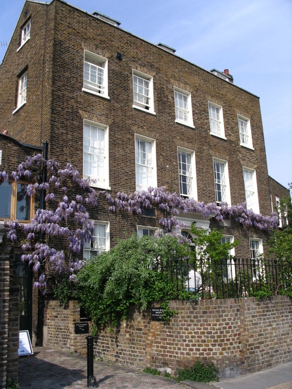 how to find a house to buy in london