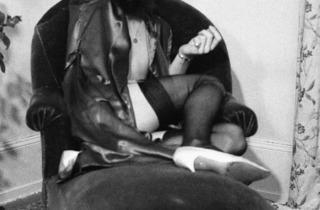 ('Auf Rotem Sofa', 1973 / © Luciano Castelli)