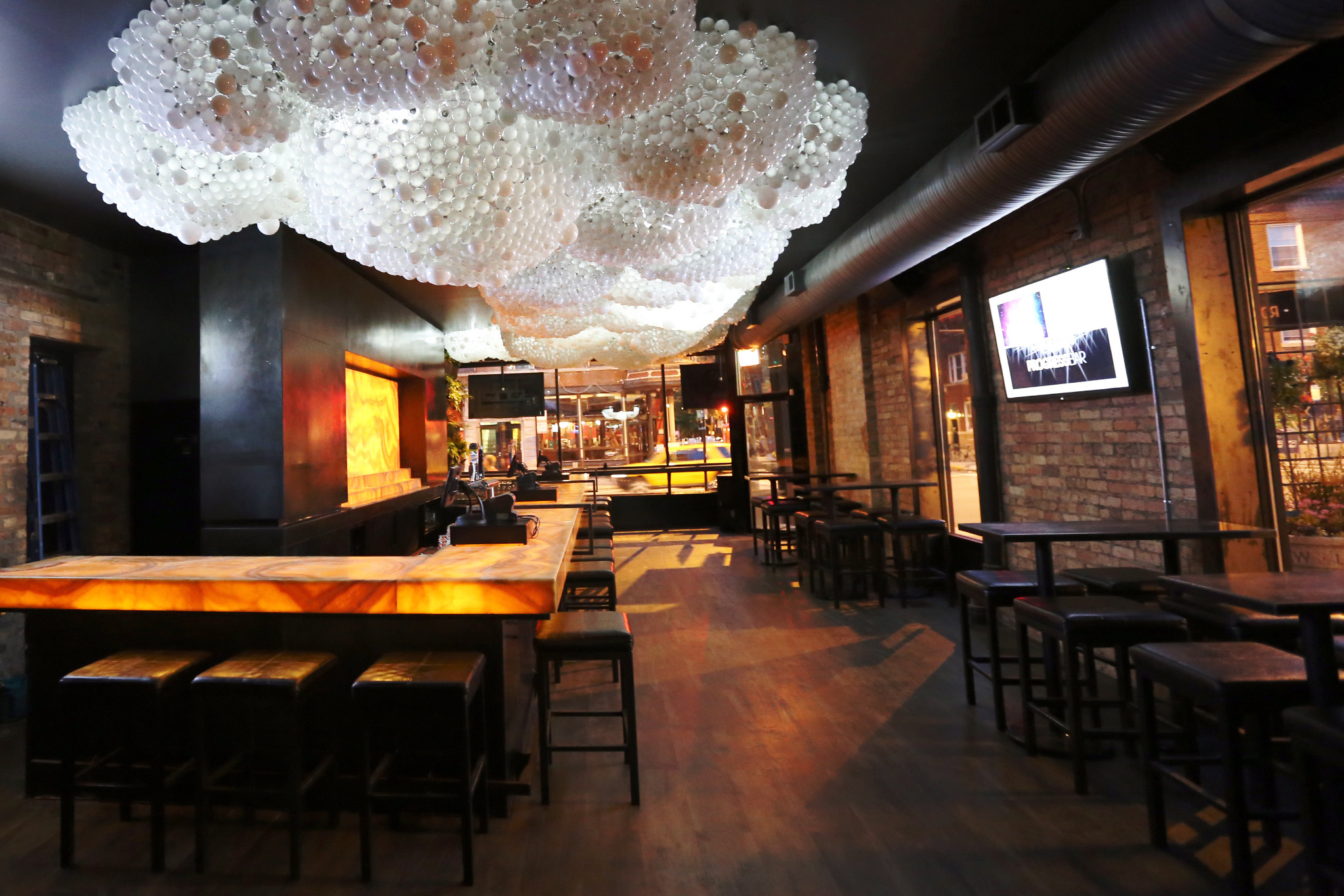 Gay and lesbian bars in chicago