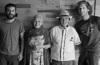 De izquierda a derecha: Jimmy Cohen, Gloria Aguilar López, Omar Manuel Aguilar, Erik Majzner