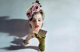 (John Rawlings, 'Vogue' (Etats-Unis), mars 1943 / © 1943 Condé Nast)