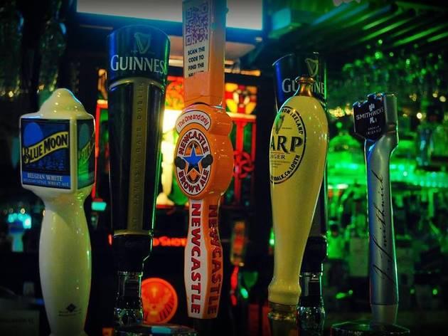 Ireland's 32 Pub