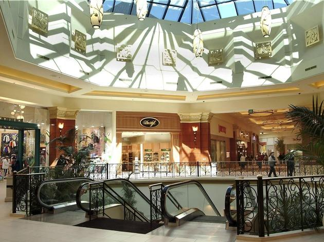 Mandalay Place, Shops and services, Las Vegas