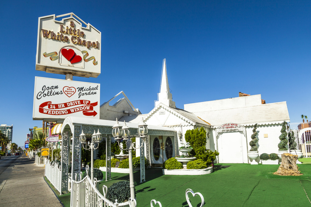 A little white wedding chapel shopping in downtown las for Best wedding chapels in vegas