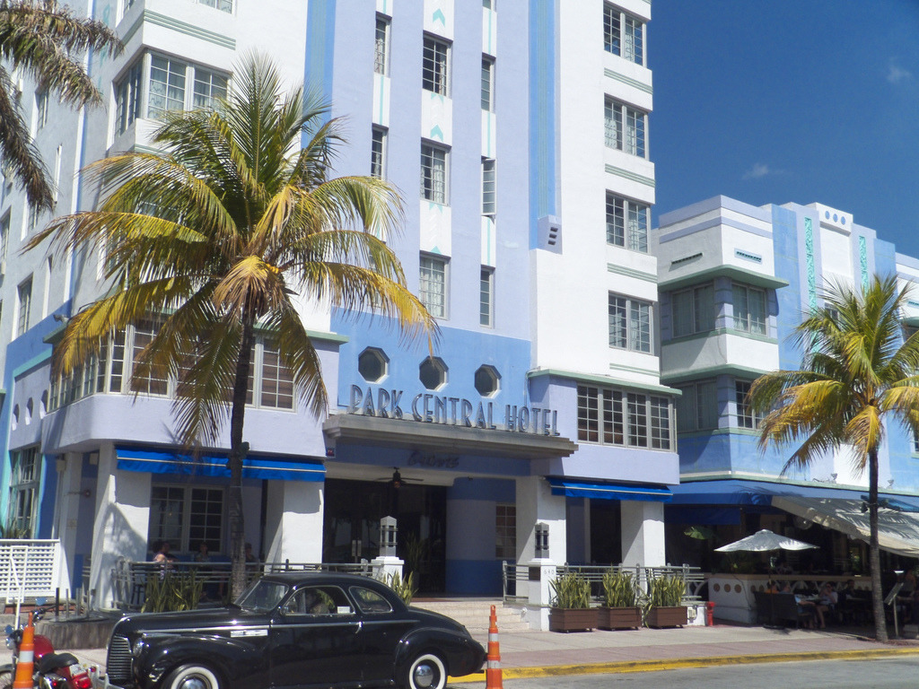 Go back to the twenties on art deco Ocean Drive