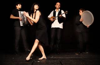 Dinamita Balkana: Asíkides + Dr. Batonga! (dj set)
