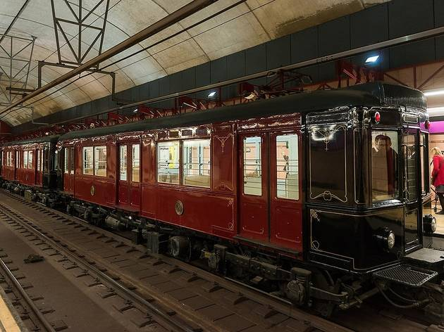 Recorrido nocturno en el metro histórico