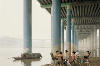 Nadav Kander (Chongqing IV (Sunday Picnic), Chongqing Municipality, 2006)