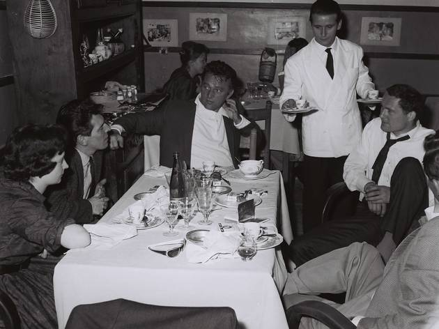 Marcello Geppetti  (Richard Burton with friends at a restaurant in Trastevere, Rome, June 1963)