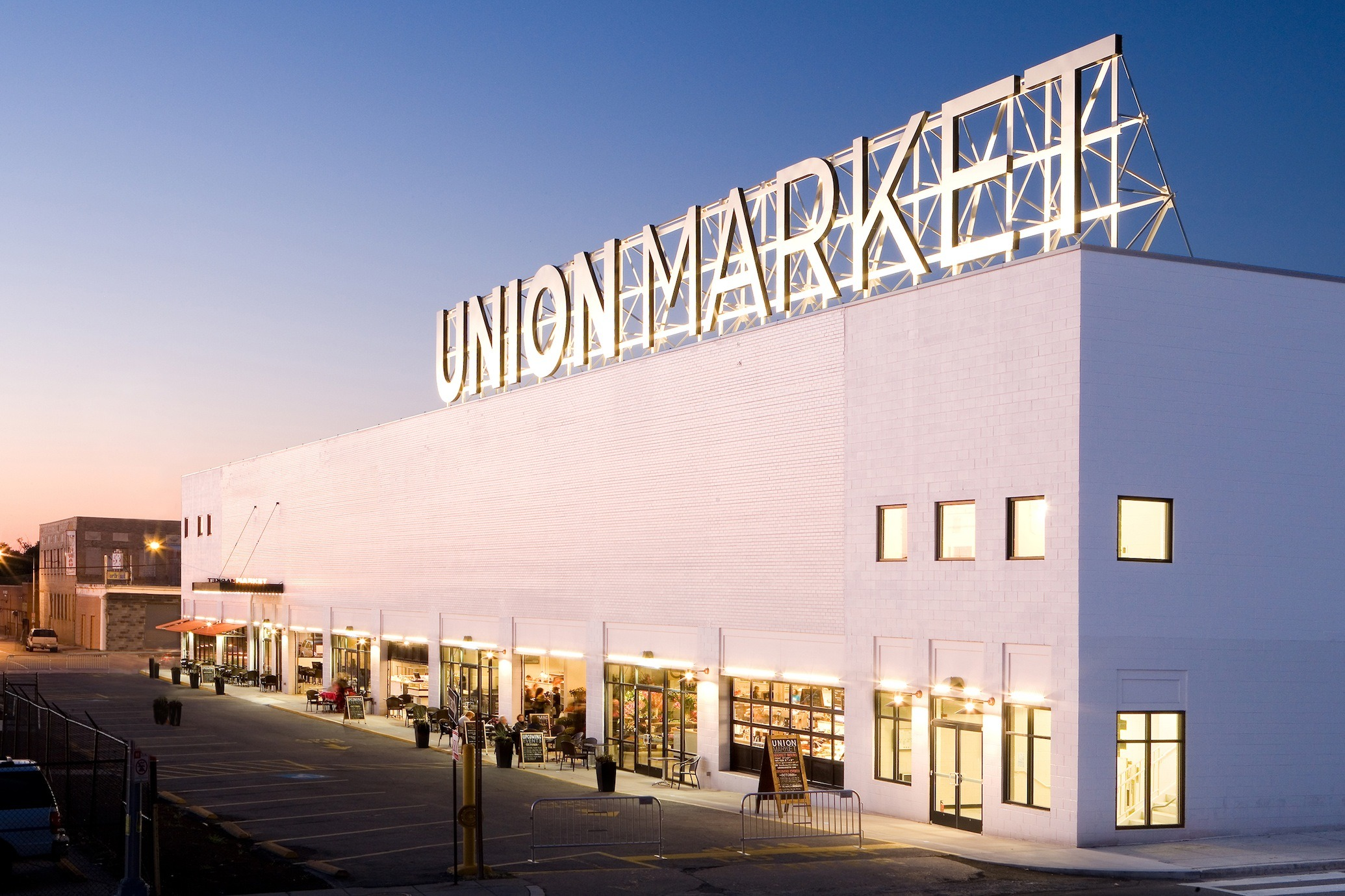 Mingle with the foodies at Union Market